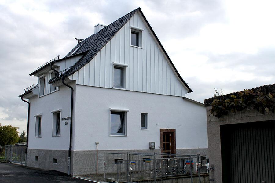 Ansicht Haus mit neuem Dach